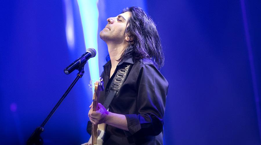 سرگذشت کاوه یغمایی: گیتار هیرو