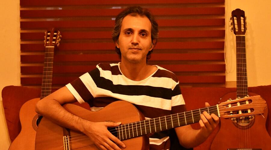 گفتگو با مسعود برآبادی: چگونه در نواختن گیتار پیشرفت کنیم؟
