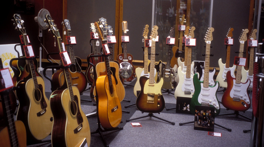 گرانترین گیتارهای فروخته شده در تاریخ موسیقی
