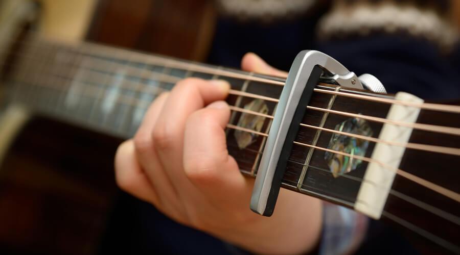 کاپو گیتار (باره بند) چیست و چگونه از آن استفاده کنیم؟