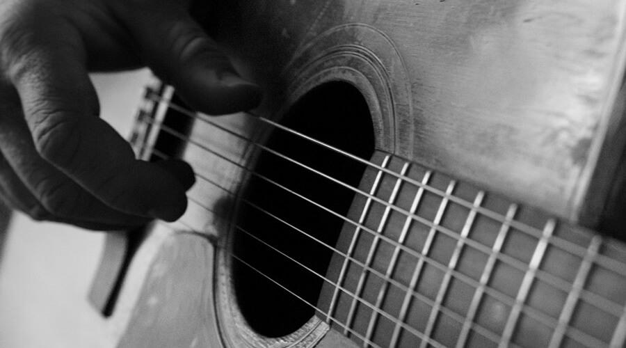 ساختار آهنگ: بررسی نتهای ملودی، هارمونی و بیس در آهنگهای گیتار