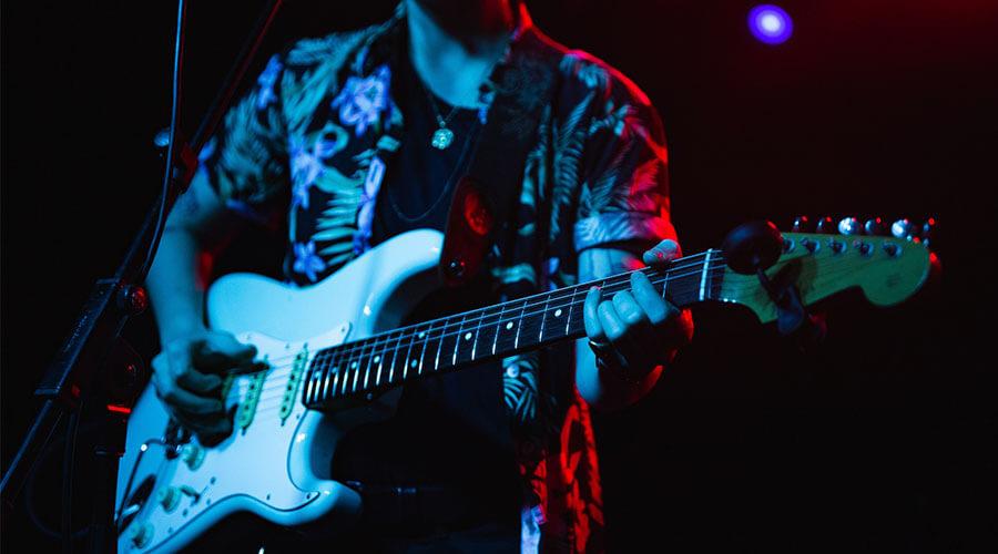 آماده سازی گیتار با ۷ ترفند جالب