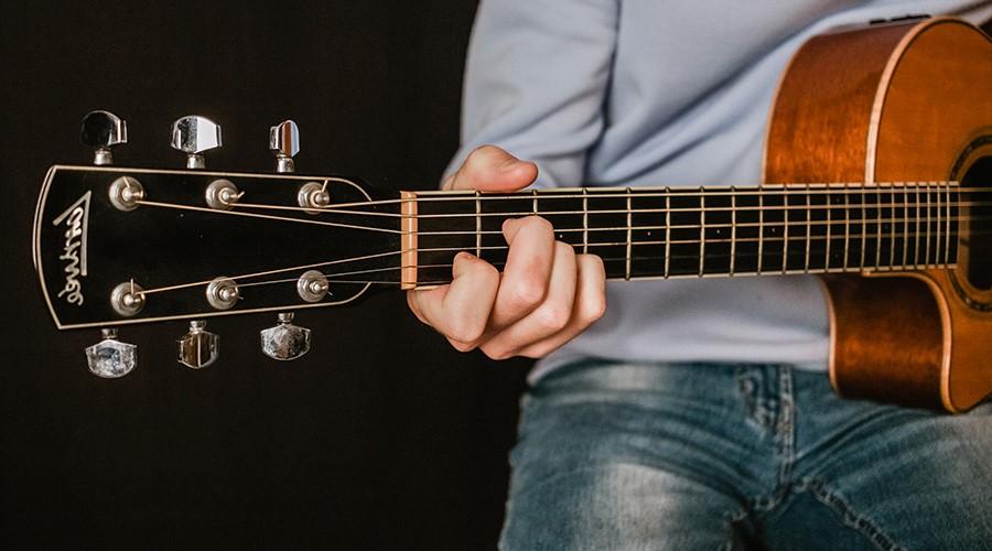 خرید گیتار دست چپ